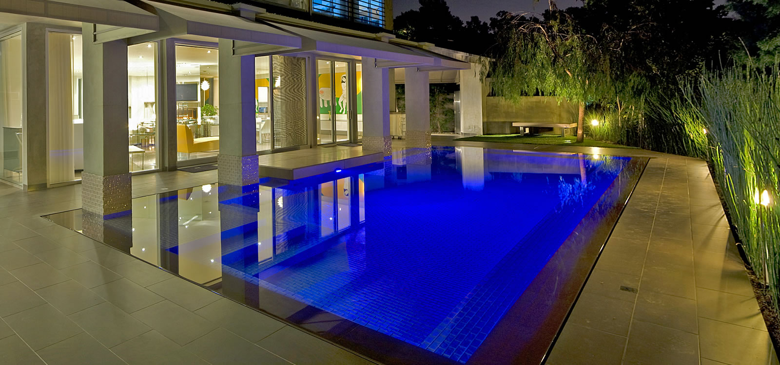 Southern California Award Winning Custom Pool Designer</h2>